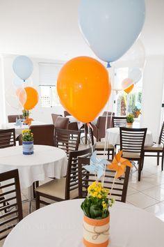 Helium balloons around center pieces Baby Shower Themes, Baby Shower Decorations, Baby Boy Shower, Fox Party, Elmo Party, Baby Boy Birthday, 1st Birthday Parties, Balloon Decorations, Birthday Decorations