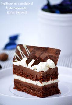 Daca vine vorba de prajituri cu ciocolata greu m-as putea decide care e… Homemade Chocolate, Chocolate Recipes, Chocolate Cake, Mini Cakes, Cupcake Cakes, Romanian Desserts, Afternoon Tea Cakes, Layered Desserts, Square Cakes
