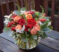 Valentine's Day flower arrangement - Modern Valentines Flowers, Valentines Day Decorations, Simple Flowers, Fresh Flowers, Wild Flowers, Valentine's Day Flower Arrangements, Anniversary Flowers, Planting Flowers, Wedding Flowers