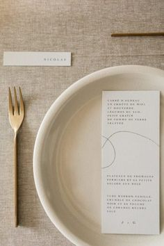 French Designers Create A Neutral Palette Infused With A Graceful Ease - Once Wed Wedding Menu Cards, Wedding Dinner, Wedding Stationary, Wedding Table, Reception Table, Wedding Hats, Wedding Paper, Reception Ideas, Boho Chic