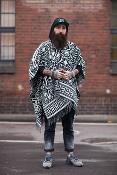 "wgsn: ""Great poncho with contemporary monochrome graphics seen at Berlin Fashion Week. Best Mens Fashion, Look Fashion, Urban Fashion, Bohemian Men, Poncho Outfit, Style Personnel, Ethno Style, Look Boho, Fashion Forward"