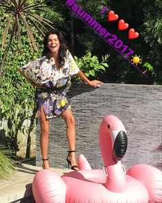"800 Me gusta, 40 comentarios - Angie Harmon (@angieharmon) en Instagram: ""Fabulous day in #summer2017🌴 ! Loved seeing everyone today! Now jump on your floaties & LETS RIDE!…"" Angie Harmon, Mode Chic, Grateful, Eye Candy, Blessed, Texas, Celebs, Actresses, Videos"