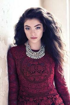 Lorde is so beautiful, I love her. Her hair is so fabulous, and also her- well just everything about her.