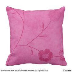 Zierkissen mit pinkfarbenen Blumen