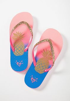 Girls Flip Flops, Korean Fashion Dress, Fashion Design Sketches, Tween Girls, Flip Flop Sandals, Cute Shoes, Flipping, Girls Shoes, Girl Outfits