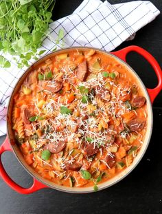 One pot pølsegryte med pasta & grønnsaker - LINDASTUHAUG Pot Pasta, One Pot, Lunches And Dinners, Casserole Dishes, Paella, Nom Nom, Curry, Food And Drink, Cooking