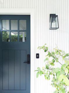 Modern coastal home: Tour a Coastal California Abode with Farm House Charm Front Door Design, Entrance Design, Front Door Colors, Coastal Living Rooms, Coastal Cottage, Coastal Homes, Modern Coastal, Coastal Style, Farmhouse Front