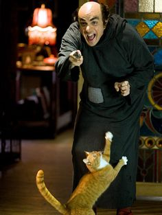 "Hank Azaria plays Gargamel in the new ""Smurfs"" movie and working with cat actor who played Azrael changed how he feels about cats. ""If I wasn't a cat person before this film, I became one during the course of shooting,"" he said. ""One thing I can tell you about the cat? Cat's a good kisser."""