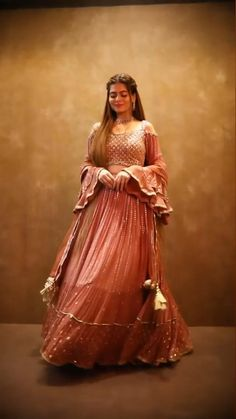 Indian Bridal Outfits, Indian Fashion Dresses, Indian Designer Outfits, Pakistani Dresses, Fashion Outfits, Lehenga Choli Images, Lehenga Choli Wedding, Stylish Dresses For Girls, Girls Dresses