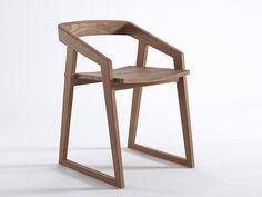 Silla patín de teca con brazos Colección Experience by KARPENTER   diseño Karpenter