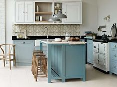 I want a country kitchen decor Free Standing Kitchen Cabinets, Small Kitchen Cabinets, Kitchen Units, New Kitchen, Kitchen Dining, Kitchen Decor, Kitchen Ideas, Blue Cabinets, Island Kitchen