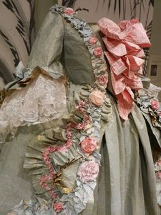 Simply astonishing and beautiful PAPER dresses by the very talented Isabelle de Borchgrave