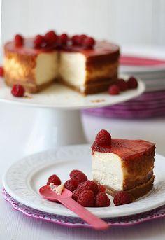Cómo hacer una tarta de queso ¡New York Cheesecake!  http://www.larecetadelafelicidad.com/2008/11/new-york-cheesecake.html