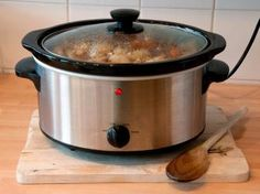 15 Tips for Slow-Cooker Meals: Food Network. Chuck roasts, short ribs, pork shoulders and lamb shanks (think fatty and tougher meats) become meltingly tender with the moist, low heat of a slow cooker.... Keep the lid closed: Each peek you take during the cooking process will add an additional 15 to 20 minutes of cooking time.