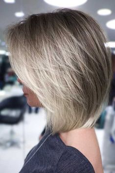 Straight Layered Lob ❤ From edgy and messy texture to the silhouettes that are softly shaped, a woman with any hair type and face shape can find the ideal layered bob for her. A bob is a cut that has been in for ages, and its layered variation is probab Choppy Bob Haircuts, Messy Bob Hairstyles, Short Hairstyles For Thick Hair, Layered Bob Hairstyles, Short Hair Cuts, Hairstyles Haircuts, Creative Hairstyles, Celebrity Hairstyles, Wedding Hairstyles