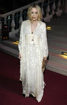 Com Gallery // Your number one resource for everything Mary-Kate and Ashley Olsen Olsen Fashion, 30s Fashion, Folk Fashion, Girl Fashion, Modern Outfits, Boho Outfits, Olsen Twins Style, Cool Girl Style, Mary Kate Olsen