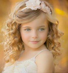 Cute Young Girl, Cute Baby Girl, Cute Little Girls, Cute Kids Pics, Cool Kids, Girl Haircuts, Girl Hairstyles, Beautiful Children, Beautiful Babies