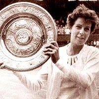 MARIA ESTHER BUENO Grande tenista brasileira, a paulista torna-se a primeira mulher a vencer os quatros torneios do Grand Slam (Australian Open, Wimbledon, Roland Garros e US Open). Conquistou, no total, 589 títulos em sua carreira.