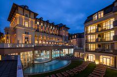 Exterior view of the Falkensteiner Hotel Grand MedSpa Marienbad, Czech Republic, by night Medical Wellness, Medical Spa, Bio Sauna, Das Hotel, Spa Treatments, 4 Star Hotels, Good Night Sleep, Hotel Offers, Terrace