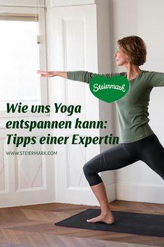 Einfach durchatmen und den Körper dehnen – dabei kann Yoga helfen. Welche Tipps uns die Yoga-Expertin & gebürtige Steirerin Julia Hofgartner für die Übungen zuhause weitergeben kann, das gibt's am Blog zum Nachlesen… Wellness, Pants, Blog, Fashion, Yoga Teacher, Stretching, Ad Home, Simple, Tips
