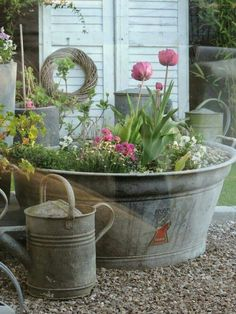 Vintage Decor Ideas - Vintage garden design is a growing trend for outdoor living spaces. We present you vintage garden decor ideas for your garden improvement. Garden Cottage, Garden Pots, Potted Garden, Diy Herb Garden, Garden Tub, Easy Garden, Balcony Garden, Water Garden, Rustic Gardens