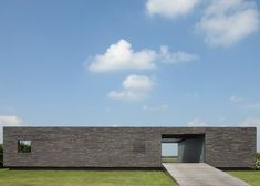 Square Brick House has parking space in its middle, SR by Reitsema & Partners, Netherlands. (exterior view)