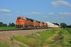 https://flic.kr/p/wd3CHt   BNSF Elephant Parade #1   A westbound BNSF stacker on the C&I west of Rochelle at Fowler Road on 7/10/2015.