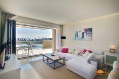 Otear el #Mediterraneo desde tu mirador es uno de los placeres que puedes disfrutar en este espéctacular apartamento en Ribera del Marlín #Sotogrande #alquiler