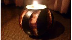 キャンドルホルダー タイ北部の職人村で仕入れた木製(マンゴーウッド)ならではの温かみがある、キャンドルホルダーです。 シンプルでいて、独特の存在感がありますので、ろうそくの火を灯さなくともそのままインテリアとしてお使いいただけます。
