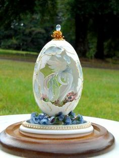 Paradise Bird Egg - Fabergé - inspired. This is a real eggshell, carved out to hold a glass Bird of Paradise.