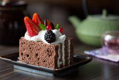 Apresentação cuidadosa e sabor suave são características marcantes dos doces japoneses. Na foto: bolo de chocolate recheado com creme de chocolate branco do Expresso Kazu