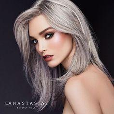 Sweets #GlowKit  Model is wearing Sassy Grape highlighter   Ashton liquid lipstick #abhAshton Modern Renaissance palette…