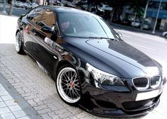 BMW E60 M5 black slammed