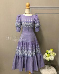 Batik Dress, Silk Dress, Dressy Dresses, Simple Dresses, Traditional Dresses Designs, Vintage Dresses, Vintage Outfits, Baby Frocks Designs, Ladylike Style