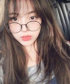 Image about ulzzang couple in ➶ ulzzαng - 얼짱 by ❁ ᴀʜʀᴇᴜᴍ Ulzzang Korean Girl, Cute Korean Girl, Ulzzang Couple, Asian Girl, Cute Glasses, Girls With Glasses, Girl Glasses, Girl Korea, Uzzlang Girl