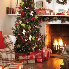 weihnachten klassisch mit rot weisser dekoration bei. Black Bedroom Furniture Sets. Home Design Ideas