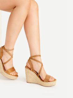 94 mejores imágenes de Woman Shoes Style   Zapatos con estilo de mujer 64c52edcd32f