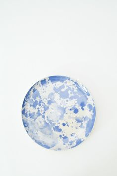 Stoneware serving plate with blue watercolor design. Use for presenting appetizers or baked goods. Plate has a natural tint, with clear glaze. The underside is unglazed. Painting & Drawing, Watercolor Paintings, Watercolours, Blue Plates, Glass Ceramic, Watercolor Design, Copics, Art Techniques, Art Drawings