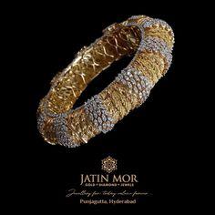 Hand Jewelry, Jewelry Art, Bridal Jewelry, Jewelry Design, Designer Jewellery, Diamond Bangle, Diamond Jewellery, Gold Bangles Design, Bracelet Designs