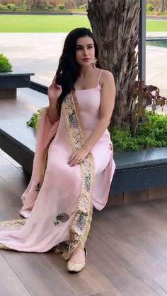 Party Wear Indian Dresses, Designer Party Wear Dresses, Indian Gowns Dresses, Indian Bridal Outfits, Kurti Designs Party Wear, Dress Indian Style, Indian Fashion Dresses, Indian Designer Outfits, Pakistani Dresses