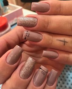 Add a touch of love to your manicure with a heart. It's a great way to add design to your next manicure. Find some heart nail art inspiration for your nails. Fabulous Nails, Perfect Nails, Stylish Nails, Trendy Nails, Cute Acrylic Nails, Cute Nails, Hair And Nails, My Nails, Bling Nails