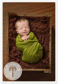 LOVE the wrap combo with the box!  Beautiful newborn photography!