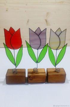 витражный цветок тюльпан - купить или заказать в интернет-магазине на Ярмарке Мастеров   Цветок на подставке сделан из цветного,…