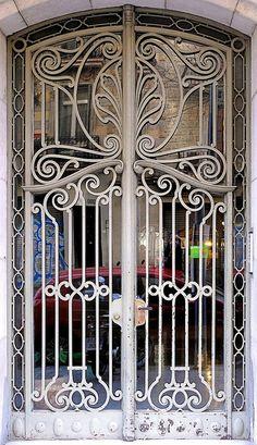 Barcelona - Consell de Cent 201 d by Arnim Schulz, via Flickr
