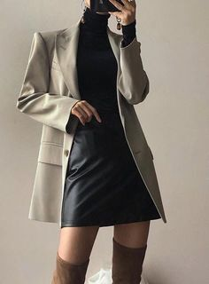 Minimal and Chic Outfits Ideas Minimal und schicke Outfits Ideas Black Women Fashion, Look Fashion, Korean Fashion, Autumn Fashion, Fashion Outfits, Womens Fashion, Fashion Trends, Fashion 2018, Cheap Fashion