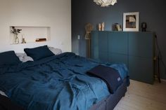 Bedroom in blue - via Coco Lapine Design