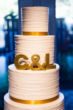 Pretty white and gold cake: http://www.stylemepretty.com/texas-weddings/austin/2015/03/03/chic-lakeside-wedding-at-vintage-villas/ | Photography: Cory Ryan - http://www.coryryan.com/