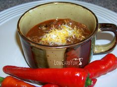 A no bean low carb chili recipe. Just take out the beans and add a bit more meat. Can be made mild or turn up the heat with more hot chili peppers. paleo lunch no heat Sugar Free Low Carb Recipe, Low Carb Chili Recipe, No Carb Recipes, Chili Recipes, Real Food Recipes, Cooking Recipes, Banting Recipes, Side Recipes, Ketogenic Recipes