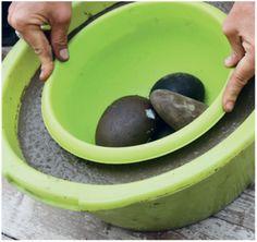 Un joli pot rond, à réaliser dans la taille que vous souhaitez, et à déposer dans votre jardin pour un petit point d'eau agréable. Ambiance zen et poétique garantie ! Bon à savoir ...