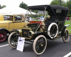 Annual Classic Car Show At The Village At Mariner's Point